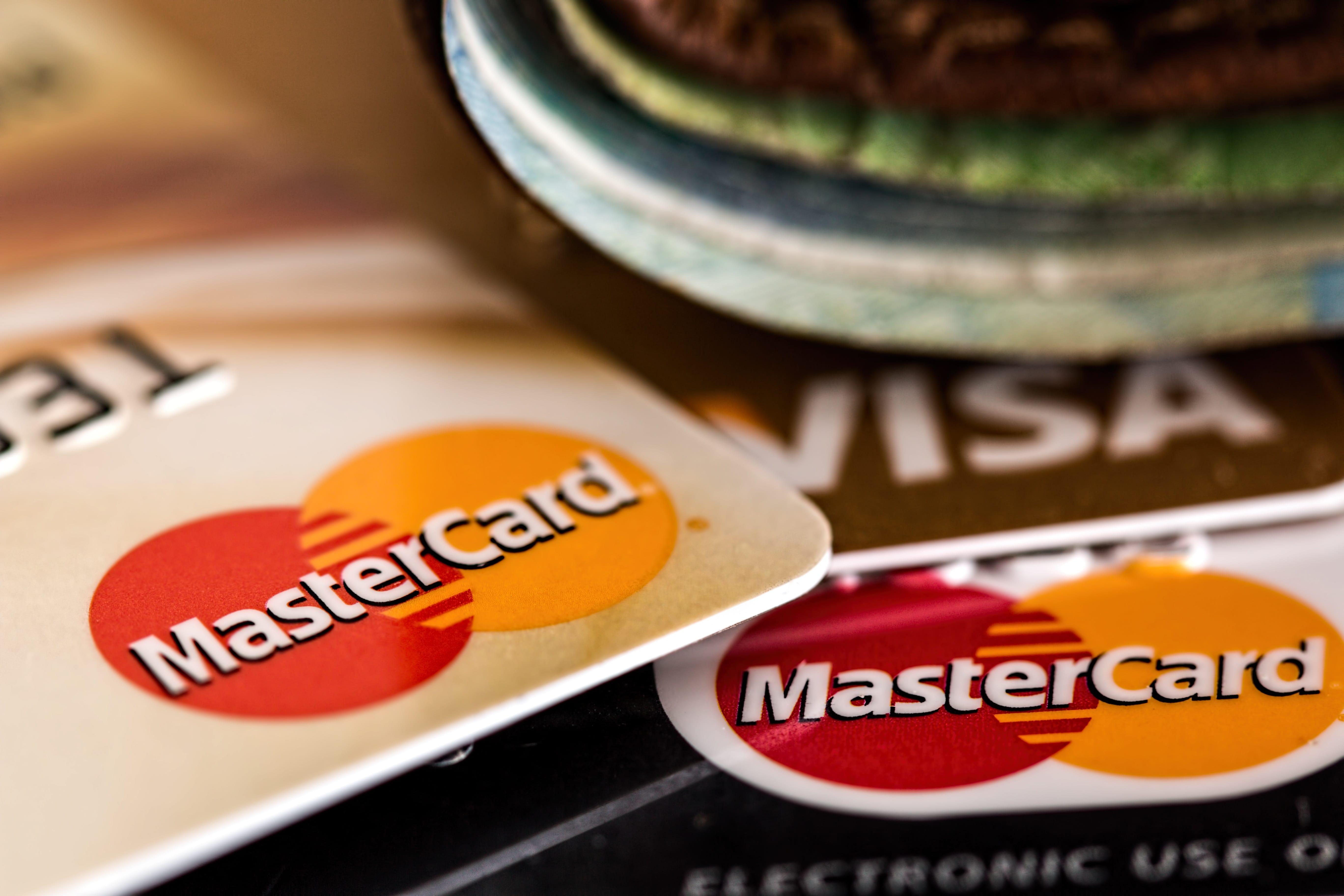 Kreditkarten Vergleich in Reiseversicherungen von Mastercard, Visa, American Express, Barclaycard, Wüstenrot, Germanwings
