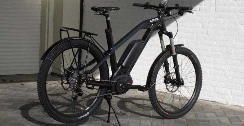 schwarzes E-Bike